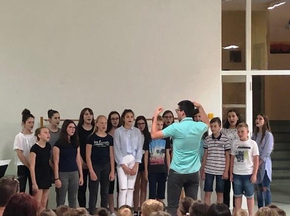 Nastop pevskih zborov